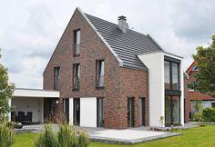 House with bricks: haus. Modern Colonial, Modern Farmhouse, Brick Arch, Suburban House, Home Exterior Makeover, Best Tiny House, Dormer Windows, House Blueprints, Cabana