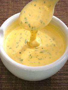 Sauce béarnaise is een saus gemaakt van opgeklopte boter en eigeel met toevoeging van wijn, azijn, dragon en sjalotten. De saus werd vernoemd naar Béarn, de...