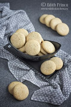 Romanian Food, Romanian Recipes, Macaroons, Goodies, Food And Drink, Sweets, Bread, Candy, Cooking