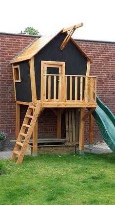 Speelhuisje van Douglas hout. Gaaf voor de kinderen en staat mooi in de tuin.