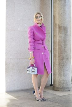 Os casacos podem ser utilizado como peça única no inverno, fica lindo e elegante. Aposte em acessórios arrasadores para dar aquele toque glam no visual.