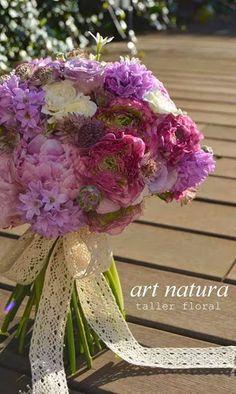 Ranunculos, jacintos, freesia... flores de finales de hinvierno y principios de primavera.