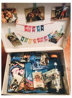 Birthday Presents For Friends, Birthday Gifts For Boyfriend Diy, Cute Boyfriend Gifts, Cute Birthday Gift, Birthday Gift Baskets, Happy Birthday Gifts, Friend Birthday Gifts, Diy Birthday, Best Friend Birthday Basket