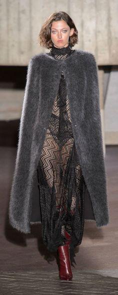 Roland Mouret Fall-winter 2018-2019 - Ready-to-Wear - http://www.orientpalms.com/Roland-Mouret-7125 - ©ImaxTree
