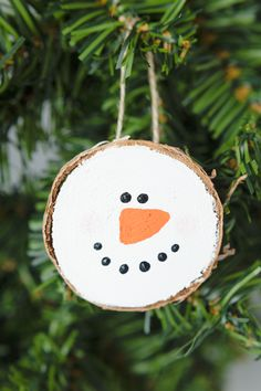 Wood Slice Ornaments: the perfect 30 minutes gift idea that your loved ones will enjoy year after year. Every year I set up a smaller Christmas tree in the living room that the kids get to decorate with all of their homemade ornaments, school ornaments and fun ornaments we have collected and made over the …