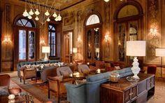 Soho House, una casa speciale a Istanbul E'appena stata ristrutturata e finalmente aperta al pubblico. La Soho House di Istanbul è una splendida villa italiana, Palazzo Corpi del XIX secolo. Si tratta di un complesso di quattro palazzi comp #hotel #lusso #istanbul