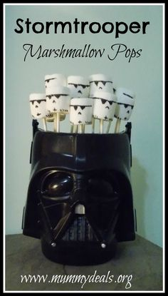 If you love Star Wars you'll love Stormtrooper Marshmallow Pops. These Stormtrooper Marshmallow Pops are easy. Star Wars Lego, Star Wars Cake, Star Wars Birthday, Boy Birthday, Birthday Ideas, Birthday Parties, Star Wars Party, Diy Star, Memorial Day
