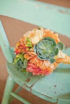 Mint green and peach make the perfect pair for wedding colors. Add a little dose of fresh succulents and you have a funky and fabulous bouquet!