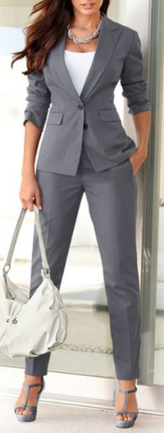 Therefore, it's important to build a work wardrobe that is stylish yet still professional. Business Outfits, Business Fashion, Business Casual, Casual Office, Office Chic, Business Suit Women, Sexy Business Attire, Business Formal Women, Mode Outfits