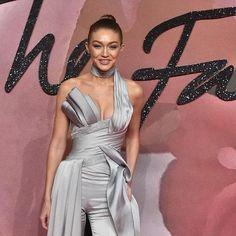 Gigi Hadid modella dell'anno: incoronata ai British Fashion Awards (e a ritirare il premio ci è andata da sola...)