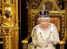 Τα παράξενα προνόμια της Βασίλισσας της Αγγλίας :)  http://www.historicchronicles.com/2017/06/Pronomia-Basilissas.html?utm_campaign=crowdfire&utm_content=crowdfire&utm_medium=social&utm_source=pinterest