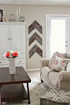 déco murale en bois dans la salle de séjour - le motif chevron en lattes de bois