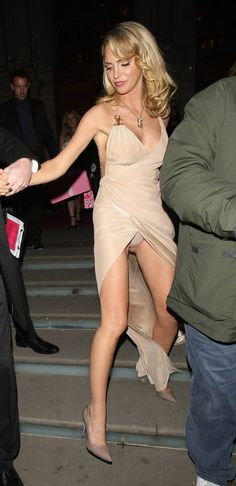 Sarah Harding Upskirt at Cosmopolitan Ultimate Women of the Year in London Tinder Girls, Oops Photos, Sarah Nicole, Sarah Harding, Miley Cyrus News, Princess Kate Middleton, Wife And Girlfriend, Hot Brunette, Models