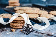 Außen knusprig, innen saftig: Haferkekse schnell und einfach   Madame Dessert Sweet Recipes, Cookies, Baking, Desserts, Blogroll, Food, Oat Cookies, Dessert Ideas, Kuchen
