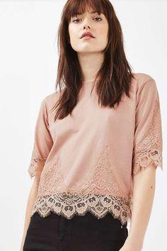 T-shirt avec pétales en dentelle - Tops - Vêtements - Topshop