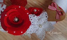 Christmas Winter Red White Yarn Felt Wreath with Red Roses, Snowflakes, Lace, Gingerbread and a Red Deer Detail - https://www.facebook.com/Luksdecor