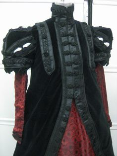 Recreation of an Elizabethan Loose Gown and Kirtle, circa 1570-1590. (this looks like rock star wear)