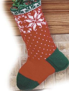 Ravelry: Christmas Snowflakes Stocking pattern by Laura Gebhardt - free - Easy Knitting Patterns, Free Knitting, Crochet Patterns, Free Crochet, Knitted Christmas Stocking Patterns, Knitted Christmas Stockings, Christmas Snowflakes, Christmas Christmas, Xmas