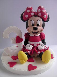 Figurice za torte - junaci Crtanih filmova, igrica, Draculaura (Monster High), Mia and Me, Footb. Mickey Mouse Torte, Bolo Da Minnie Mouse, Mini Mouse Cake, Mickey And Minnie Cake, Bolo Mickey, Minnie Mouse Birthday Cakes, Mickey Cakes, Cake Topper Tutorial, Fondant Tutorial