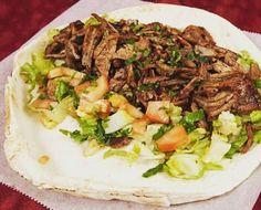Shawarma de carne!! Pra quem já conhece e pra quem quer conhecer... a partir das 19:00 na rua das palmeiras ipsep... #shawarma #kebab #foodtruck #foodtrailer by chefarabefoodtrailer