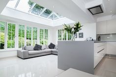 Modern aluminium lantern roofs in Hailsham, Crawley, Uckfield, Heathfield, East Grinstead & Sussex. Contact us for aluminium roof lantern prices and quotes! Orangery Extension Kitchen, Orangerie Extension, Kitchen Orangery, Extension Veranda, Conservatory Kitchen, Kitchen Diner Extension, Open Plan Kitchen Diner, House Extension Design, Open Plan Kitchen Living Room