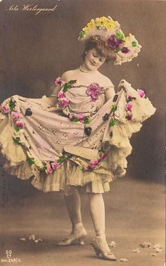 Victorian Fancy Dress, Victorian Women, Victorian Era, Cabaret, Vintage Pictures, Vintage Images, Ziegfeld Girls, Native American History, American Indians