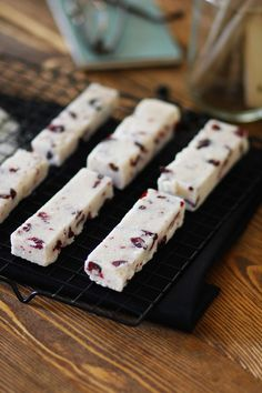 Healthy Snacks, Healthy Recipes, Bar, Feta, Breakfast Recipes, Deserts, Sweets, Cheese, Cranberries