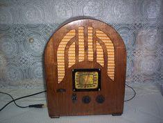 Na infância, na fazenda, meus pais ouviam uma emissora da cidade mais próxima, e era por este meio que eles ficavam informados sobre acontec...