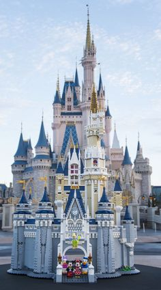 You'll Soon Be Able to Build a LEGO Version of Walt Disney World's Cinderella Castle Lego Disney Castle, Lego Castle, Lego Sets, Lego Duplo, Legos, Lego Sculptures, Amazing Lego Creations, Lego Worlds, Cinderella Castle