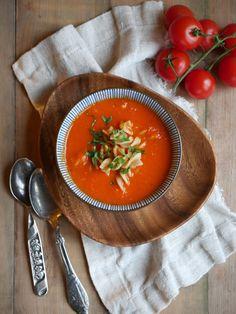 Tomatsuppe med røde linser og fullkornspasta