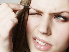 Dieser Trick macht Augenbrauen-Zupfen viel leichter!