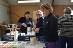 Annie Sloan workshop / Kursus i maleteknikker med Chalk Paint™ hos Tine fra Ville-Kulla Local Museums, Holiday Mood, The Old Days, Annie Sloan Chalk Paint, Workshop, Old Things, Palette, Painting, Atelier