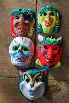 Vintage Halloween masks in the ugliest colors possible. Vintage Halloween Images, Retro Halloween, Vintage Halloween Decorations, Halloween Goodies, Halloween Items, Halloween Horror, Vintage Holiday, Halloween Masks, Holidays Halloween