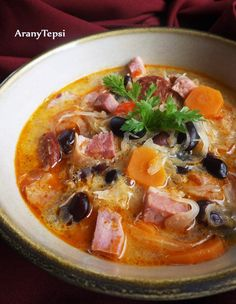 AranyTepsi: Savanyú káposztás bableves Soup Recipes, Chicken Recipes, Cooking Recipes, Healthy Recipes, Croatian Recipes, Hungarian Recipes, Slovakian Food, Hungarian Cuisine, Bean Soup