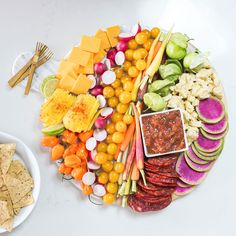Impress your guests with a Mexican and Spanish-inspired spread of meat, cheese, fresh vegetables, and fruit alongside chips and salsa. Mexican Chips, Mexican Snacks, Mexican Food Recipes, Mexican Cooking, Mexican Party, Mexican Vegetables, Fresh Vegetables, Yummy Snacks, Healthy Snacks