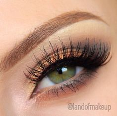 Love the light makeup with the green eyes, makes them stand out nicely!