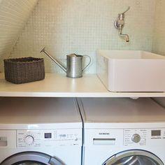 Petite salle d eau sur pinterest petites salles de bain clairage industriel et salle de bains - Machine a laver surelevee ...