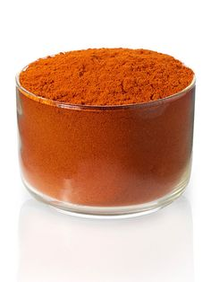 Hot Red Pepper Powder: Strong, tomato-like note with a subtle sweetness. Considerable heat builds and is felt at the back of the throat, with light hints of acidity. Notably, this hot red pepper powder is not smoked.