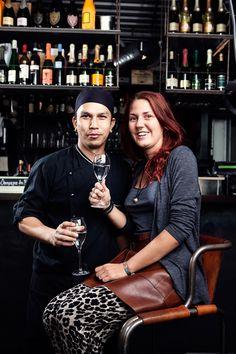Champagneria Bodega ligger i et koselig hjørne av Mathallen, med utsikt ut mot Akerselva. Restauranten frister med ulike tapasretter, samt et stort utvalg av drikke, både med og uten alkohol. På menyen, som varieres daglig, finnes råvarer i sesong; både egenimporterte kvalitetsprodukter fra Spania og Frankrike, samt norske produkter fra Mathallen. I delikatesseutsalget kan du kjøpe med deg egenimporterte råvarer fra lokale småbønder i Spania og Frankrike, samt egne hjemmelagde delikatesser.