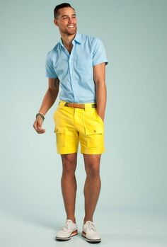 18 Cute Bonfire Night Outfits for Men – What to wear Bonfire Summer-bonfire-outfit-for-men What to Wear for Bonfire Party? 18 Cute Bonfire Night Outfits for Men Bonfire Night Outfits, Bonfire Outfit, Outfit Night, Mens Fashion Quotes, Male Fashion Trends, Guy Fashion, Gingham Shorts, Yellow Shorts, Blue Gingham