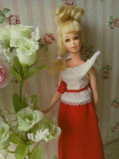 Momo Wanko Blog® Francie Best Buy : GPHフラ ンシー☆ ©Nov 6, 2013 [Photo: Growin' Pretty Hair Francie Fairchild® in 7212 Best Buy® Red Tricot Skirt, White Blouse, Red Satin Flower Sash ©1975]