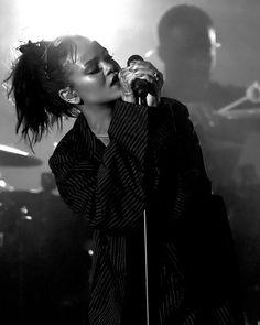 Rihanna: Spotify's Most Streamed Female Artist in 2015