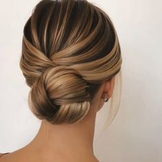 Are you searching spellbinding updo hairstyles for prom in this holiday season V. - Are you searching spellbinding updo hairstyles for prom in this holiday season View the link below - Medium Hair Styles, Short Hair Styles, Plait Styles, Prom Hair Medium, Hair Styles For Prom, Up Dos For Medium Hair, Wedding Hairstyles Tutorial, Hairstyle Ideas, Hairstyle Tutorials