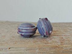 Guarda questo articolo nel mio negozio Etsy https://www.etsy.com/listing/471078956/pair-of-lampwork-hollow-beads-handmade