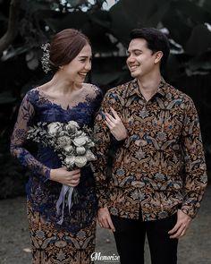 Balinese Concept Intimate Homey Engagement by Okira & Anza Malay Wedding Dress, Kebaya Wedding, Javanese Wedding, Indonesian Wedding, Pre Wedding Poses, Pre Wedding Photoshoot, Disney Wedding Dresses, Hijab Wedding Dresses, Hijab Bride