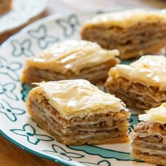 This heavenly Baklava combines honey-soaked layers of flaky phyllo pastry with spiced walnuts. Make Ahead Desserts, Köstliche Desserts, Dessert Recipes, Homemade Nacho Cheese Sauce, Turkish Baklava, Crispy Baked Chicken Wings, Everyday Food, Greek Recipes, Christmas Baking
