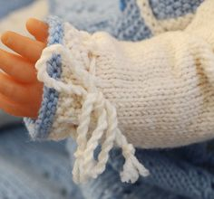 Cutest baby doll knitting pattern of the year Cute Baby Dolls, Cute Babies, Baby Born, Fingerless Gloves, Baby Knitting, Arm Warmers, Buffet, Knitting Patterns, Pop