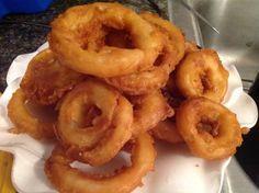 onion rings homemade / onion rings - onion rings recipe - onion rings air fryer - onion rings recipe easy - onion rings homemade - onion rings recipe fried - onion rings recipe baked - onion rings in air fryer Homemade Onion Rings, Baked Onion Rings, Diy Onion Rings, Best Onion Ring Recipe, Easy Onion Rings Recipe, Onion Ring Batter, Beer Battered Onion Rings, Fries, Recipes