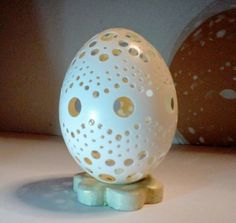 Chicken carved eggshell