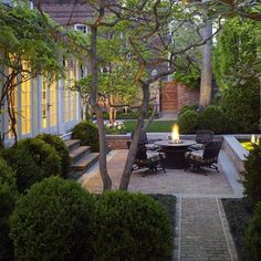 Graham Landscape Architecture was founded in Annapolis to enjoy the influences of a distinctive history and geography. The designer's response to time and place are a hallmark of our studio. Jay Graham founded Graham Landscape Architecture in 1984 to pro